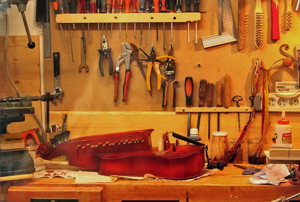 La vielle à roue MOUGENOT-NORDMAN - vielle plate traditionnelle normande - fabriquée par Mil Marie Mougenot