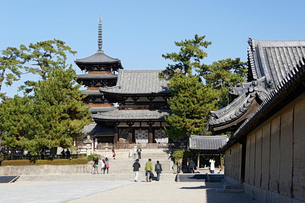 聖徳太子が建立し、現存する日本最古の木造建築『法隆寺』