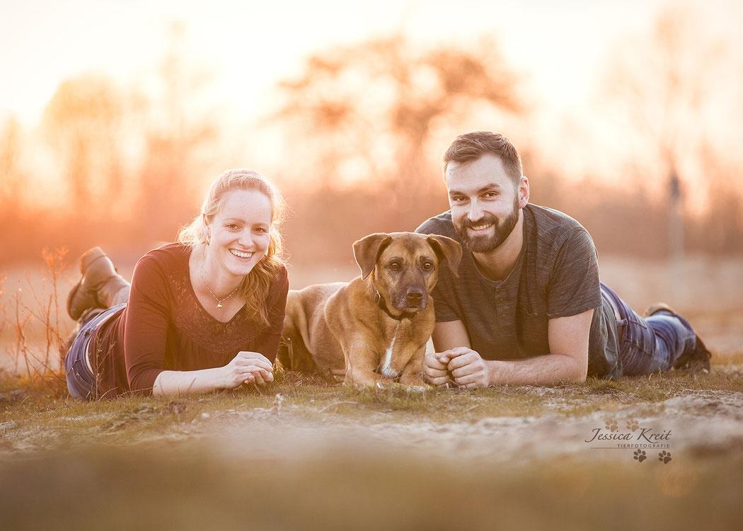 Hunde-Omi 'Senta' mit ihrer Familie