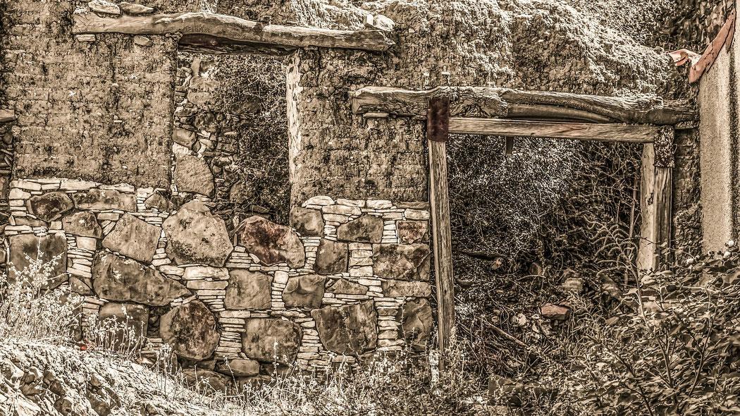Gutachter für Hauskaufberatung erkennen Ruinen. Bausachverständiger in Hamburg