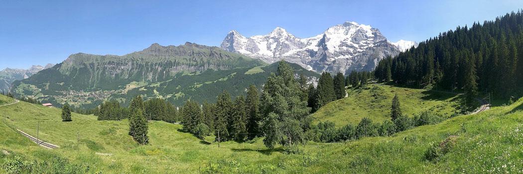 Eiger, Mönch, Jungfrau auf dem Wanderweg Richtung Grütschalp.