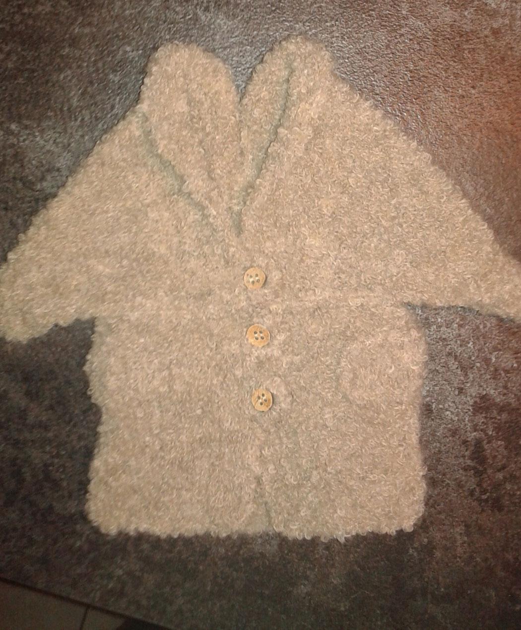 petit manteau cache épaule en laine bouclette trés douce taille 1 mois 40 €