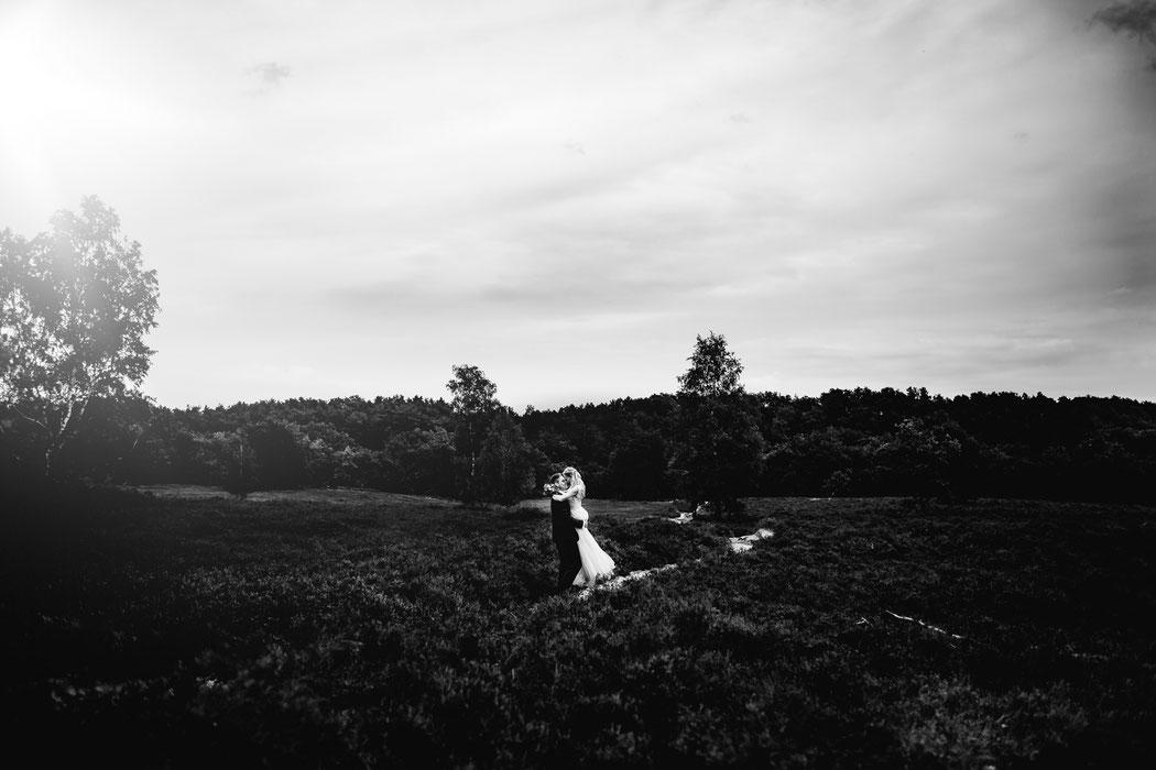 Bademühlen, Heide, Brautpaar, Pose, Hochzeit, Reportage, Real, Wedding, Hamburg, Fischbeck, Zeven, Stade, Vanessa Teichmann, Samuelsen, fotografin, lana berendt, polike,