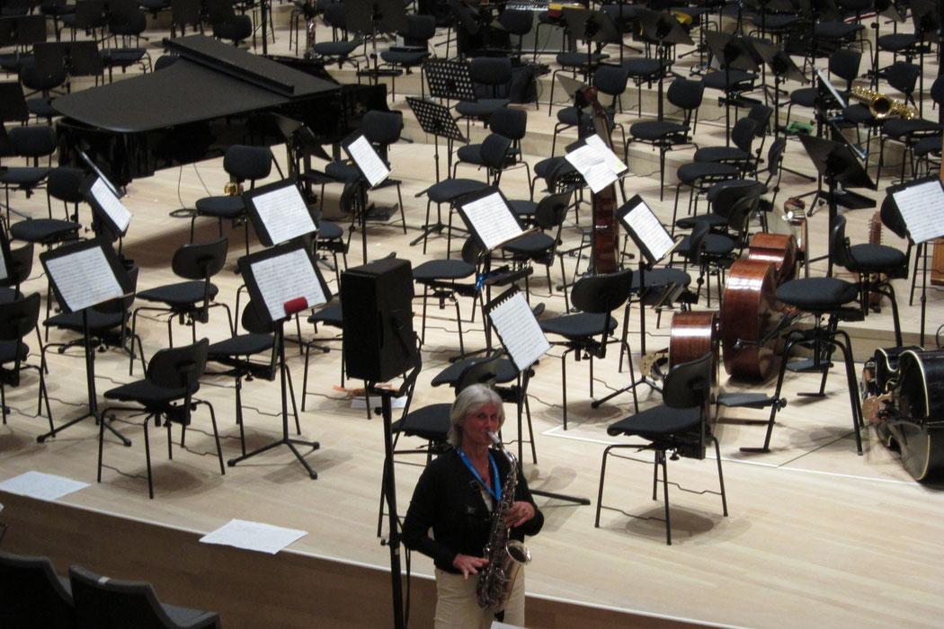 "Claudia in der Elbphilharmonie - Probe Terry Rileys ""in C"""