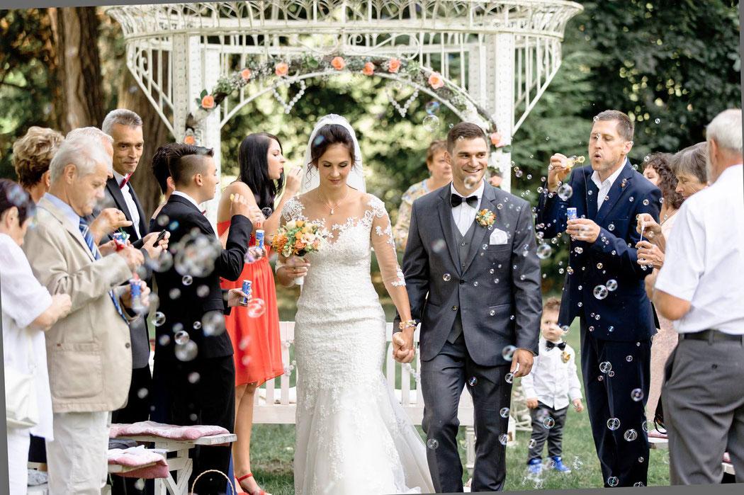 Hochzeitsfotograf Villa Gückelsberg zur Trauung im Freien (Gartenpavillion im altehrwürdigen Park der schönen Villa Gückelsberg in Flöha)