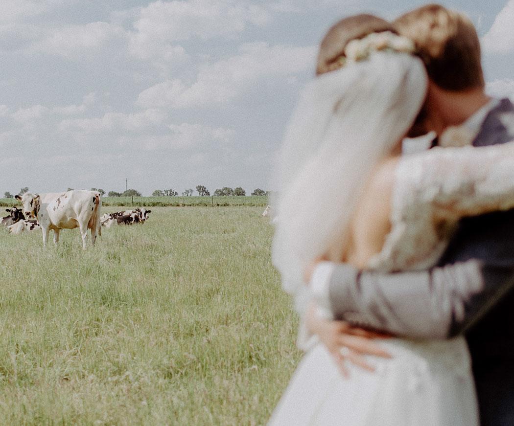 Landhochzeit, vintage, scheunenhochzeit, boho, hochzeit, wedding, destination, bohemianwedding, hochzeitsfotograf, weddingphotograph, bullmühle, hochzeitnordsee, hochzeitostsee, sabinelange