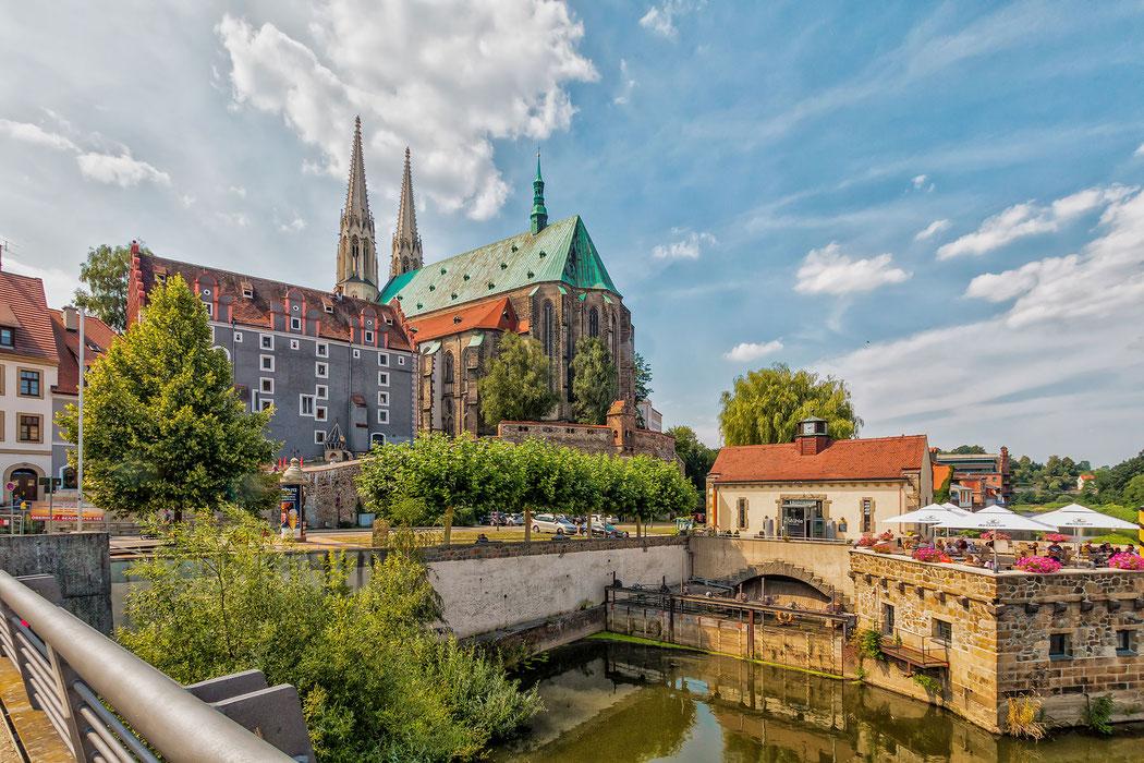 Peterskirche und Terrassenrestaurant in Görlitz