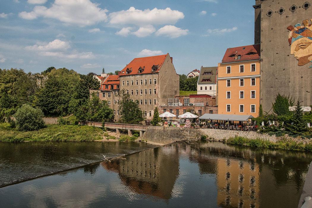 Blick von der Altstadtbrücke über die Neisse hinweg nach Zgorgelec