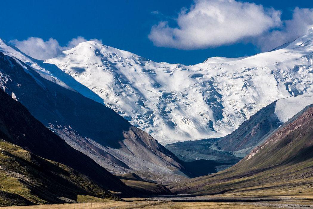 Tajikistan, stunning view on the Mutzagh Ata (China)