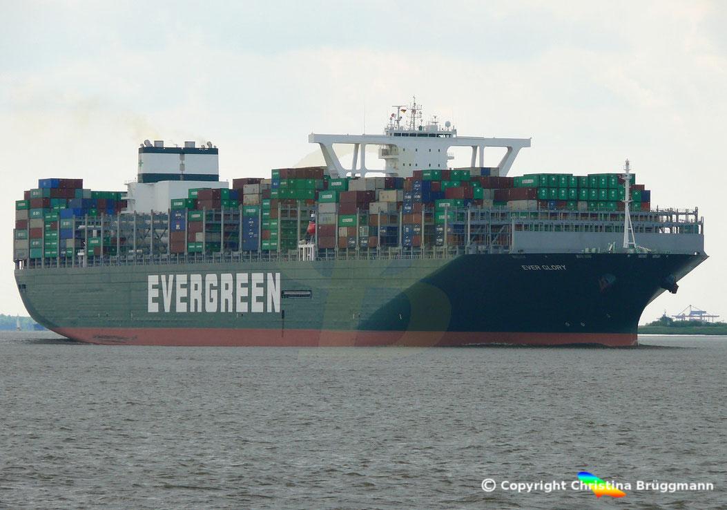 Evergreen Containerschiff EVER GLORY, mit Scrubber