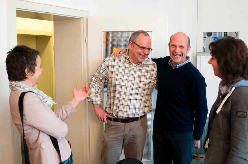 Freude auf die künftige Zusammenarbeit bei Diakoniepfarrer Ulrich Kling-Böhm (2. v. l.) und Helmut Kretz. Landrätin Kirsten Fründt (l.) und Simone Söhrlich finden es auch gut.