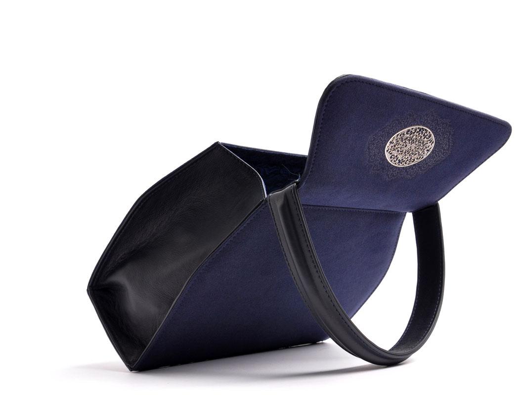 Edle Trachtentasche EMMA blau Handarbeit aus der  Ledermanufaktur OSTWALD Tradition