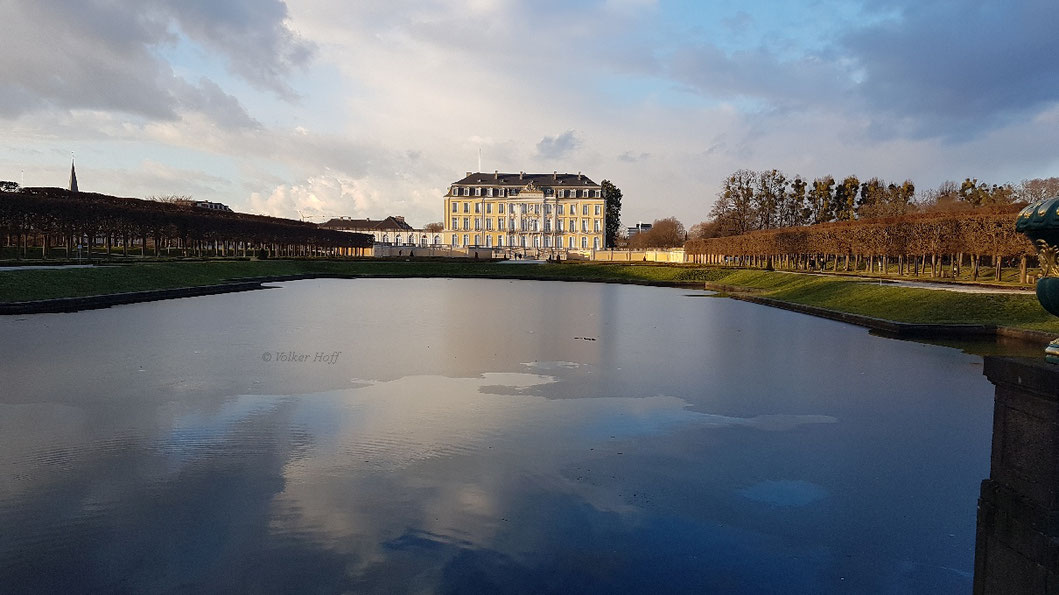 Schloss Augustusburg mit Schlossteich