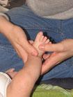 bienfaits et intérêt du massage pour le bébé, les parents, la famille.