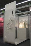 Stand auf der Frankfurter Buchmesse 2009, Standgestaltung  Norbert Schwab (Innenarchitekt), Papierschnitt und Buchobjekt von Gisela Oberbeck
