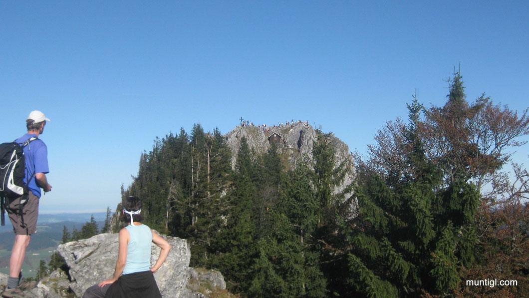 """Der Gipfel vom Frauenkopf und Schober sah heute aus wie """"Fliegen auf einen Gaxihaufen"""" -  es wurdelte von Wanderern :-)"""
