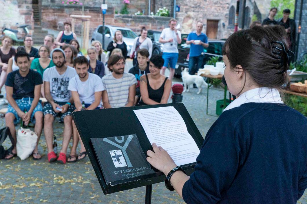 Elena Steinbrecher vor Publikum (Foto: Karl-Günter Balzer)