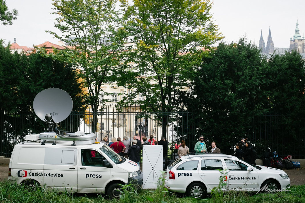 Media presence at the German embassy in Prague