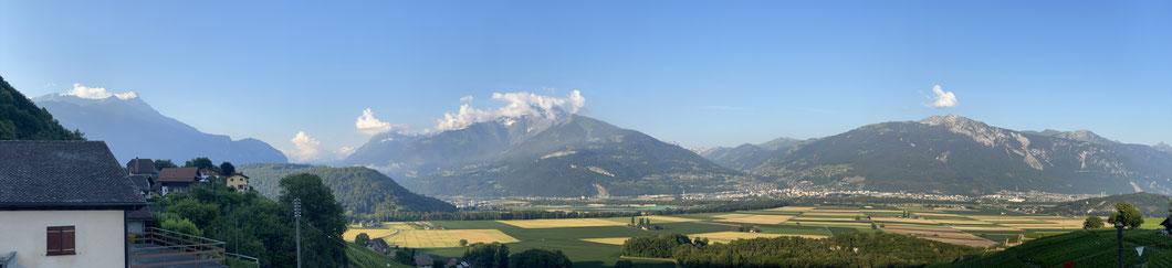 La Suisse entourée de montagnes