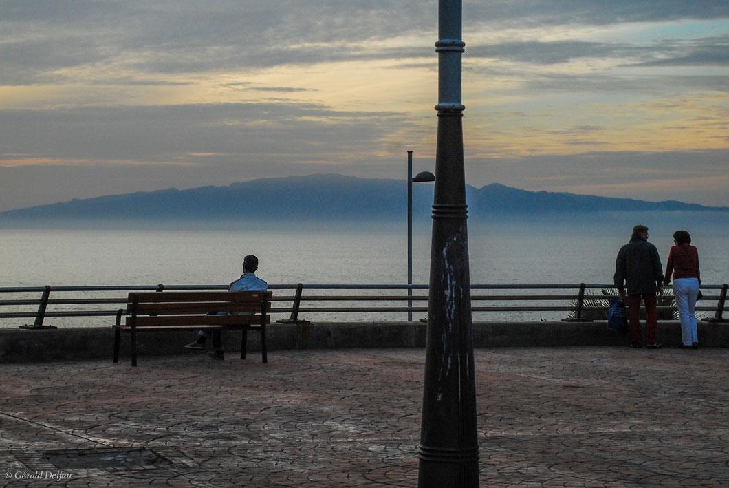 L'installation d'équipements urbains de Callao Salaje donne une vue sur l'océan Atlantique et l'île de la Gomera