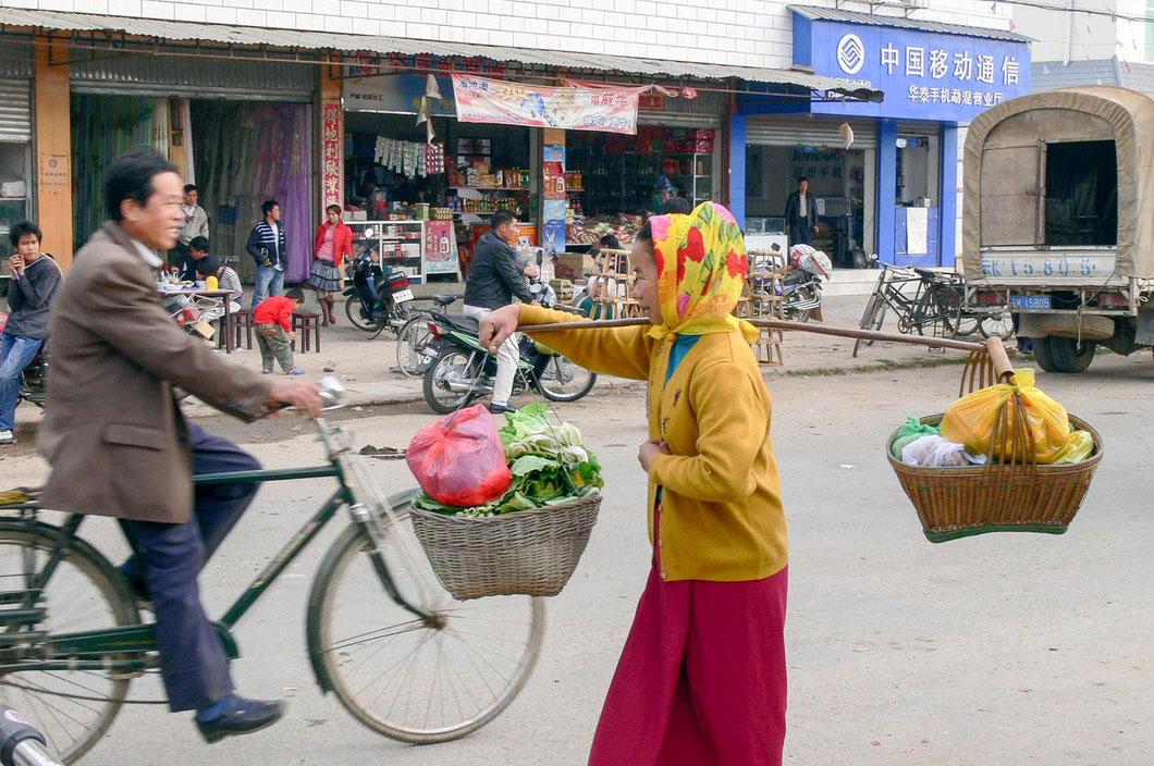 Bauernmarkt in der Nähe von Jinghong