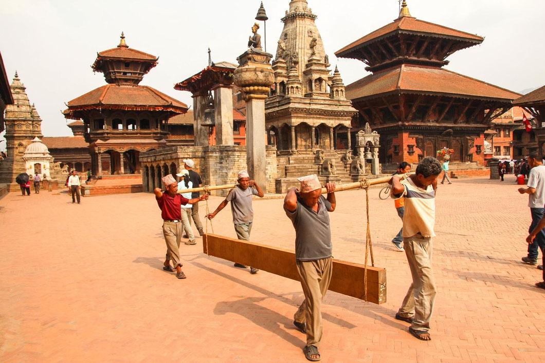 Bhaktapur - uralte Tempel und Paläste. Drumherum das ganz normale Leben.