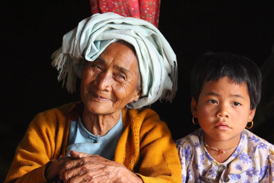 Großmutter und Enkelin - Trek von Kalaw