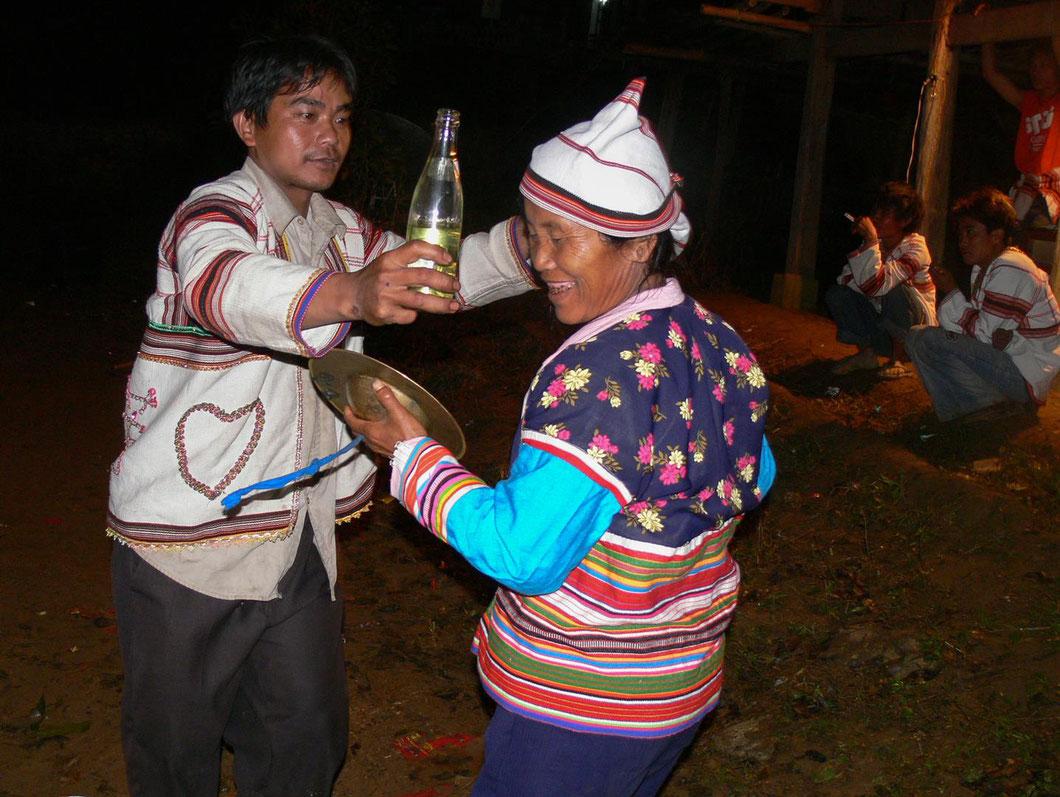 Neujahrsfest in einem kleinen Dorf in der Xishuangbanna Provinz in Südchina - wir durften exklusiv zu Gast sein