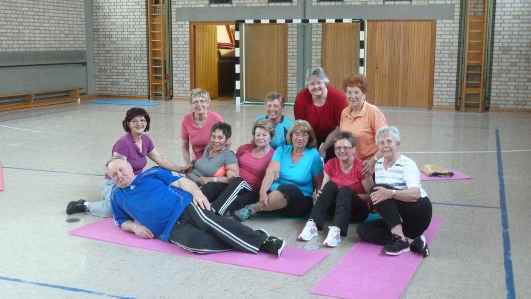 Die Teilnehmer der Wirbelsäulengymnastik (Foto: Doris Fischer)
