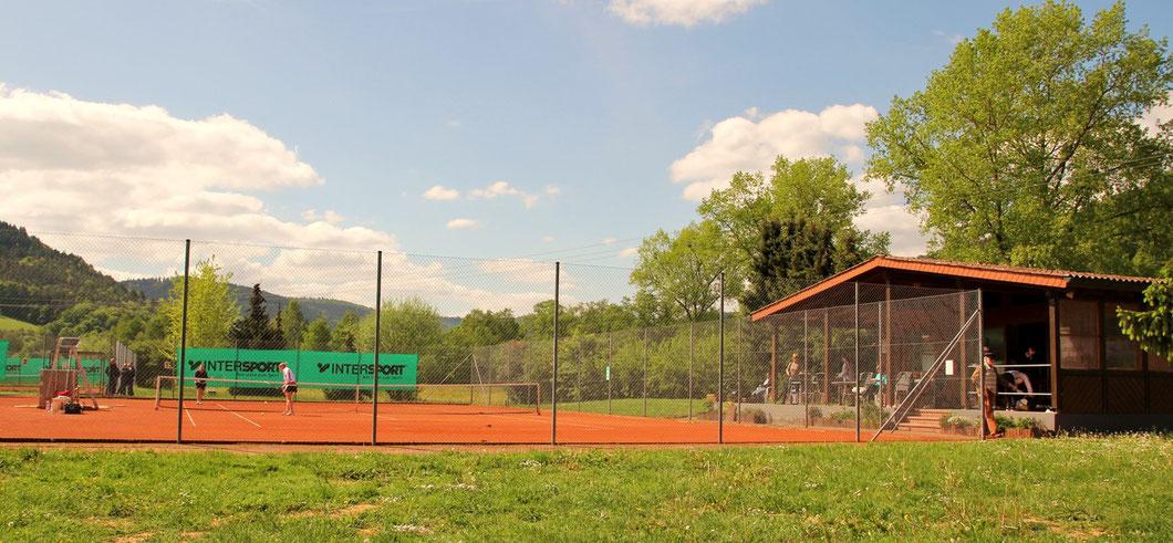Clubhaus mit Centercourt (Platz 1) von Norden aus gesehen Alle Fotos: Redaktion
