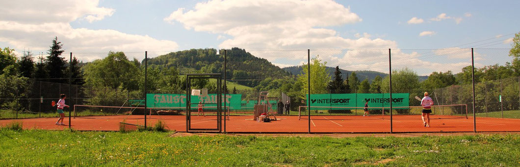 rechts Centercourt (Platz 1) links Platz 2