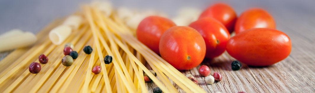 Spaghetti mit Pfeffer und Tomaten