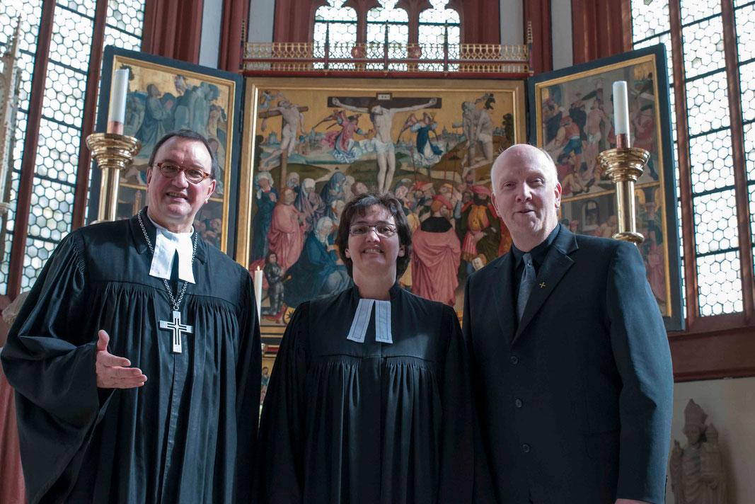 In der Korbacher Kilianskirche: Bischof Dr. Martin Hein, Dekanin Eva Brinke-Kriebel, Präses Karsten Meyer (Fotos: Karl-Günter Balzer)