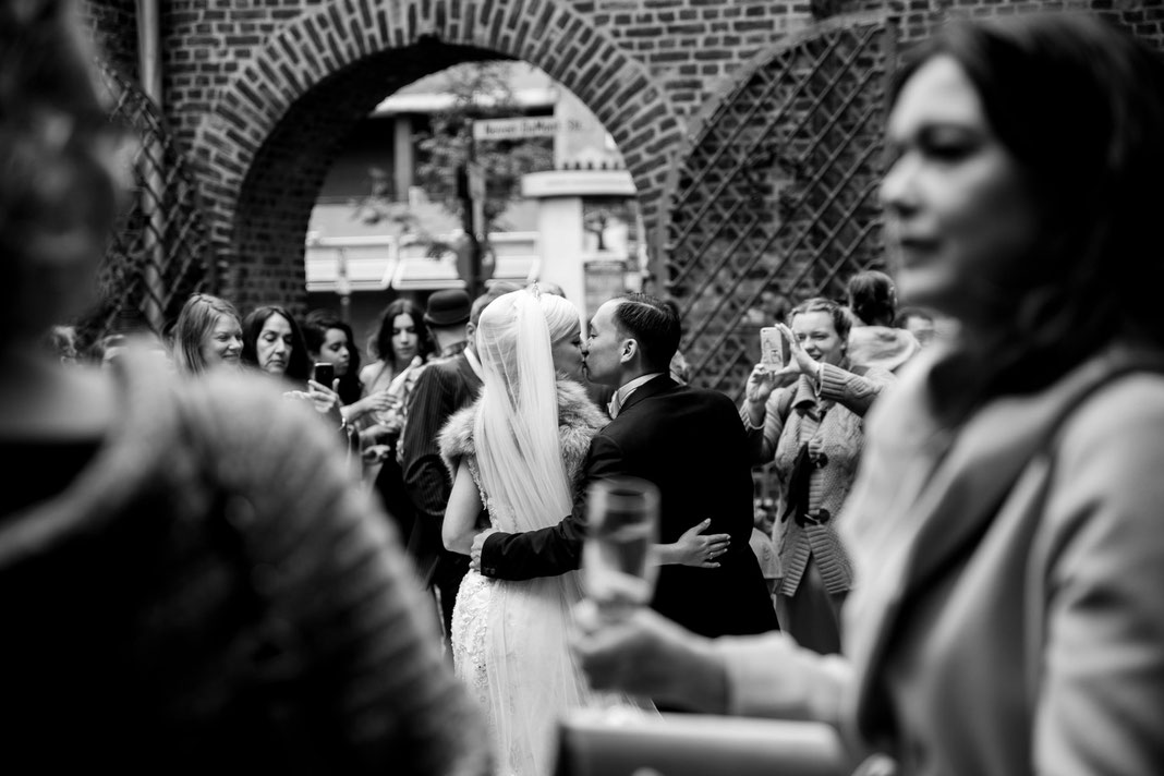 Hochzeit Kirche Köln Hochzeitsfotos SamtweissundBling Hochzeitsfotograf Hochzeitsfotografin Reportage Hochzeitsreportage Deutschland Hochzeit Bundesweit Hochzeit Schweiz Hochzeit Österreich Hochzeit Dänemark