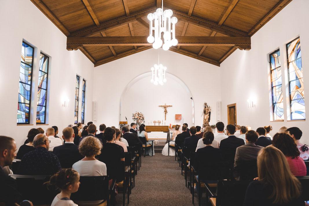 Kircheneinzug Brautvater und Braut