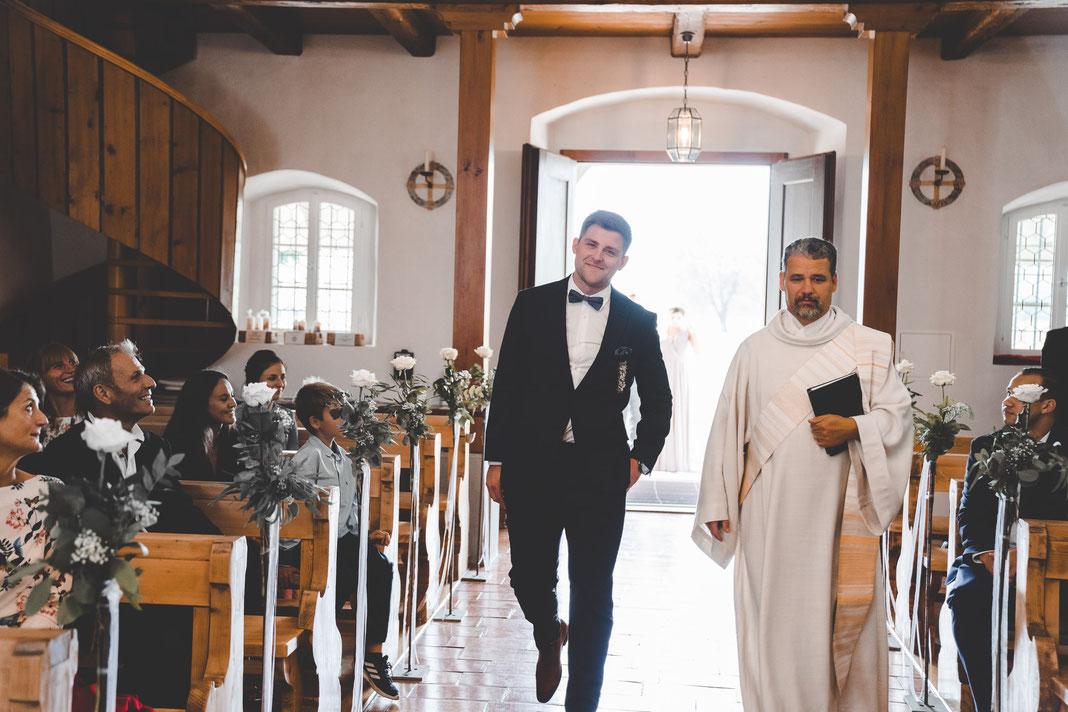 der Bräutigam trifft ein