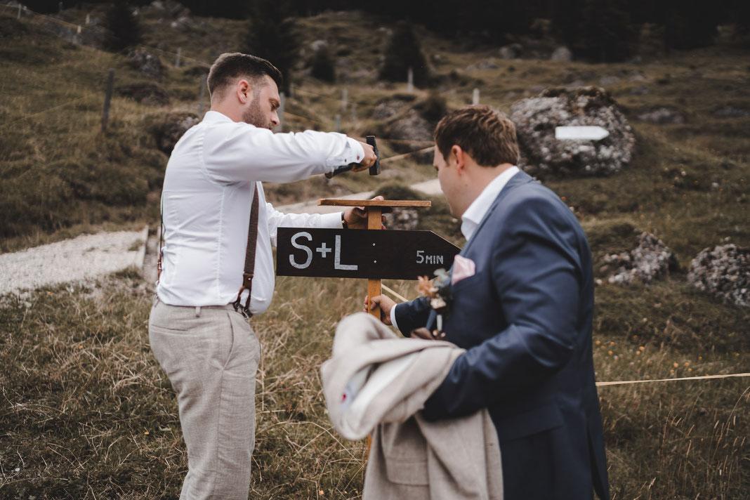 Auf dem Weg, Wegweiser zur Hochzeit
