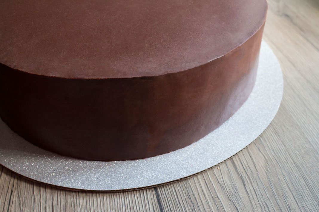 sharp edge on cake