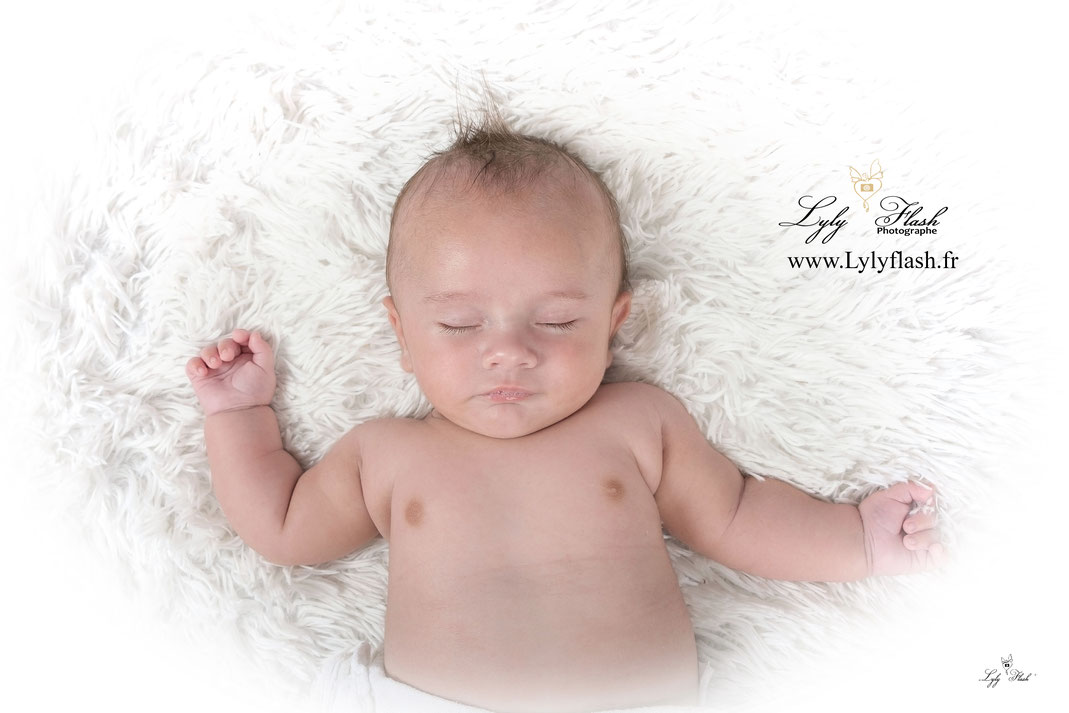 photo bébé qui dort , photographe studio var