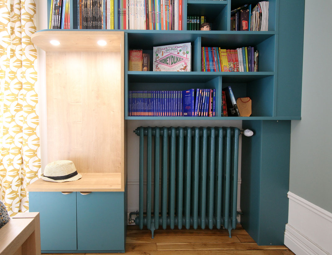 Bibliothèque sur mesure, banquette intégrée, meuble sur mesure bois et bleu, poignée laiton, Reims, architecte intérieur, Ma Jolie Maison