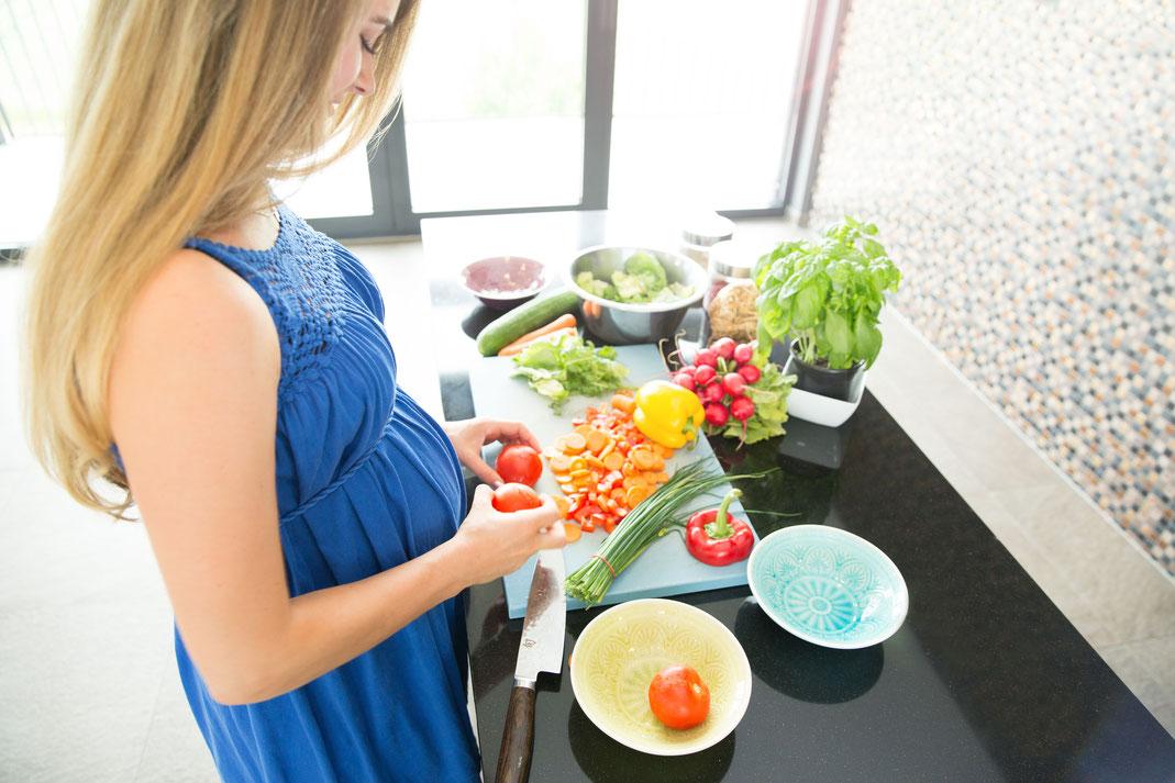 Während der Schwangerschaft erhöht sich der Bedarf an Vitaminen und Spurenelementen der werdenden Mutter. Foto: djd/LaVita