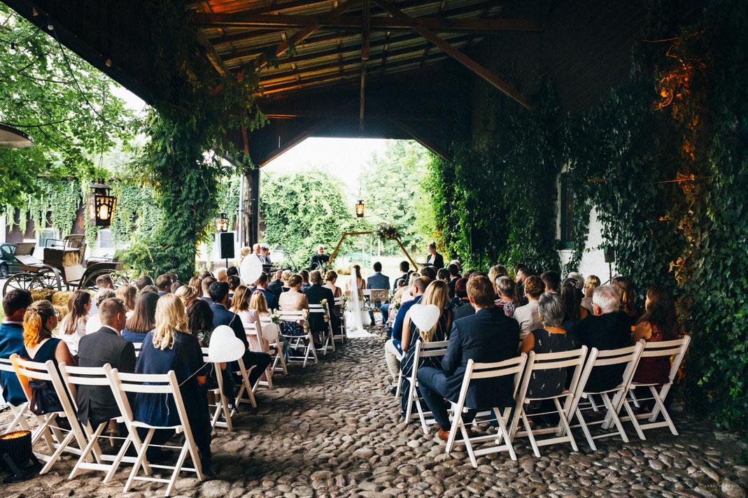 Freie Trauung bei einer Hochzeit auf Gut Haidehof bei Hamburg