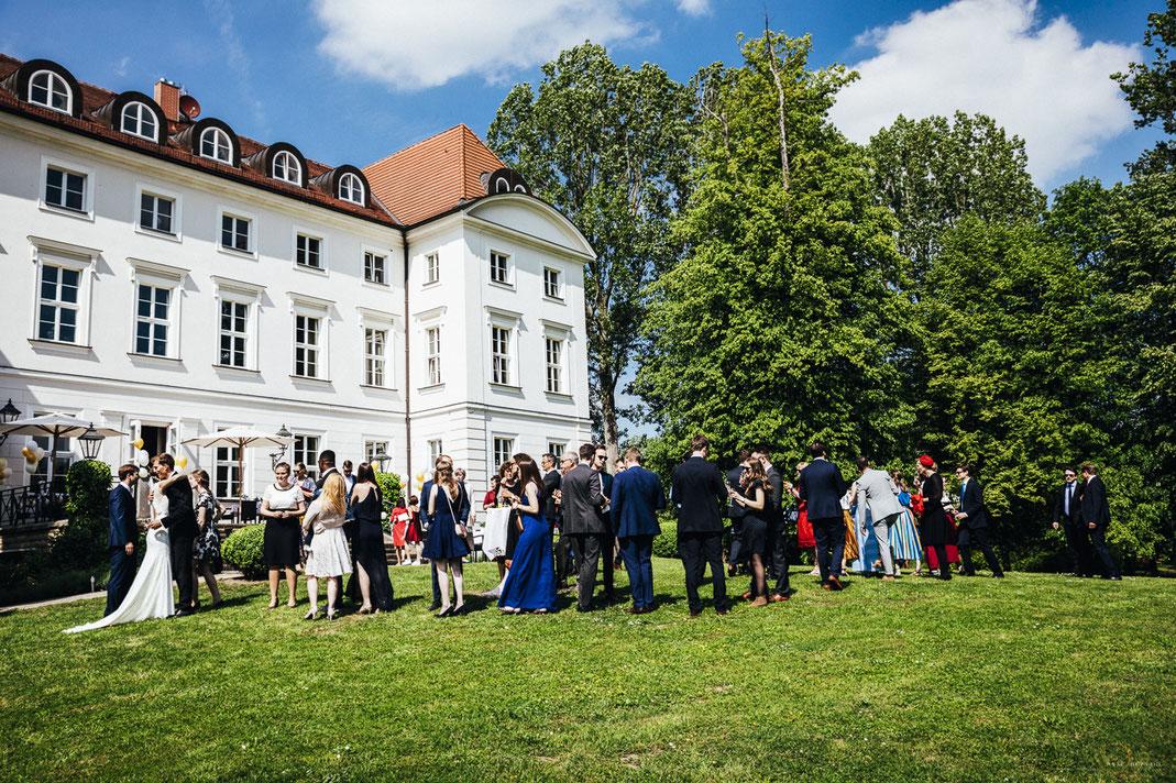 Heiraten in Meck-Pomm: Sommerhochzeit auf Schloss Wedendorf bei Rehna