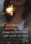 Invitation pour la petite fille qui parle au vent. La vie se bâtit de rencontres, mais également d'absences. Un roman qui évoque les aléas de la transmission familiale.