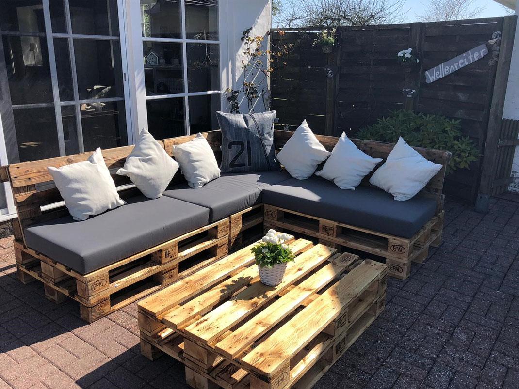 Palettenmöbel für die Terrasse! Behandelt mit rohem Leinöl (Allbäck) vom LEINFARBENHOF!