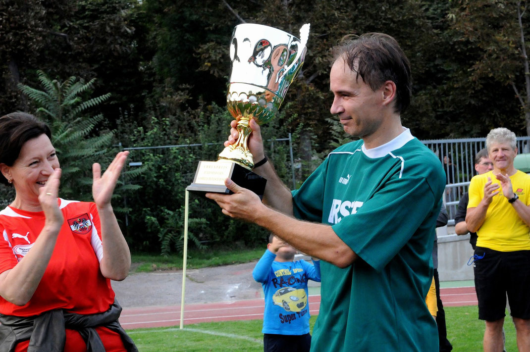 1. Spiel um den Bildungs-Meisterschafts-Pokal