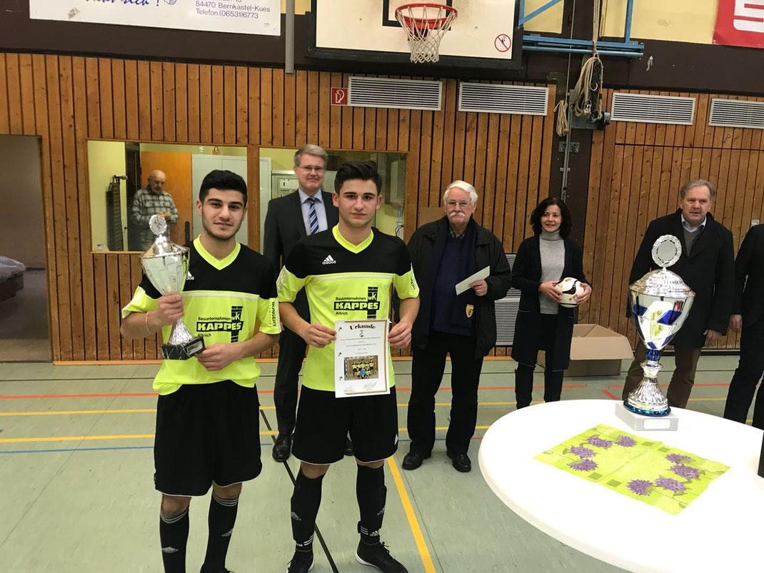 Hevi und Zinar bei der Pokalübergabe