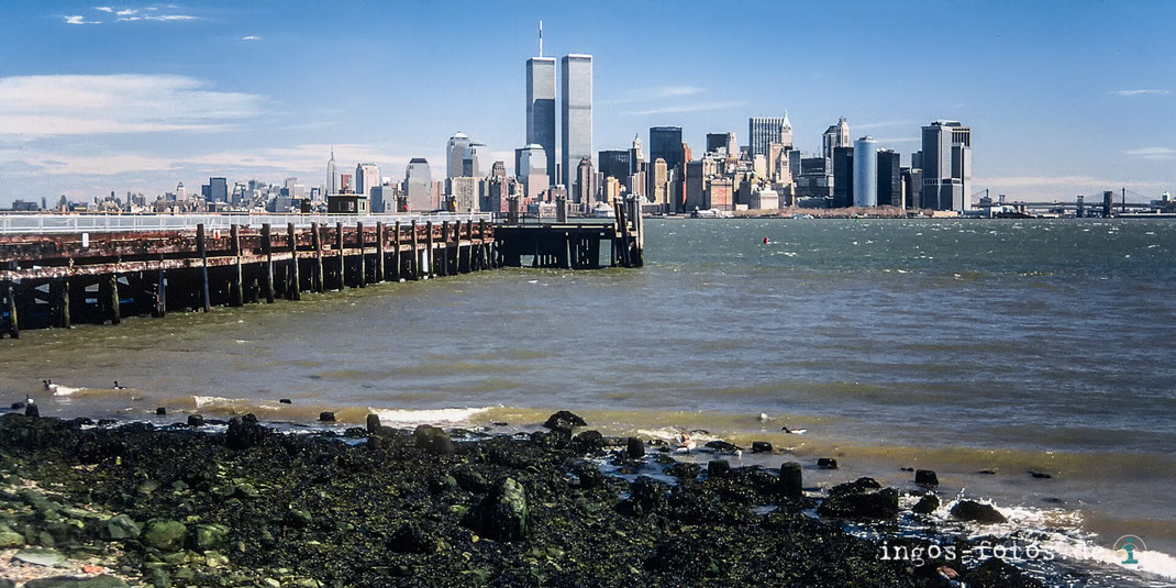 New York, Manhattan, Skyline mit World Trade Centre, von Liberty Island aus