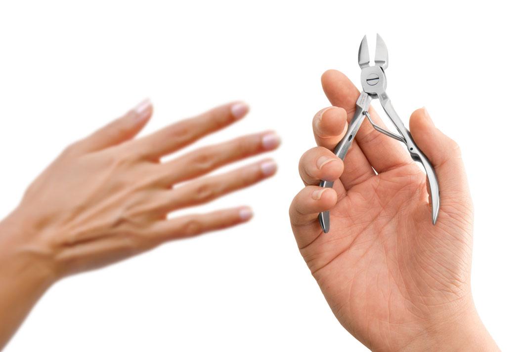 Bild einer Nagelzange für Fingernägel in der Anwendung