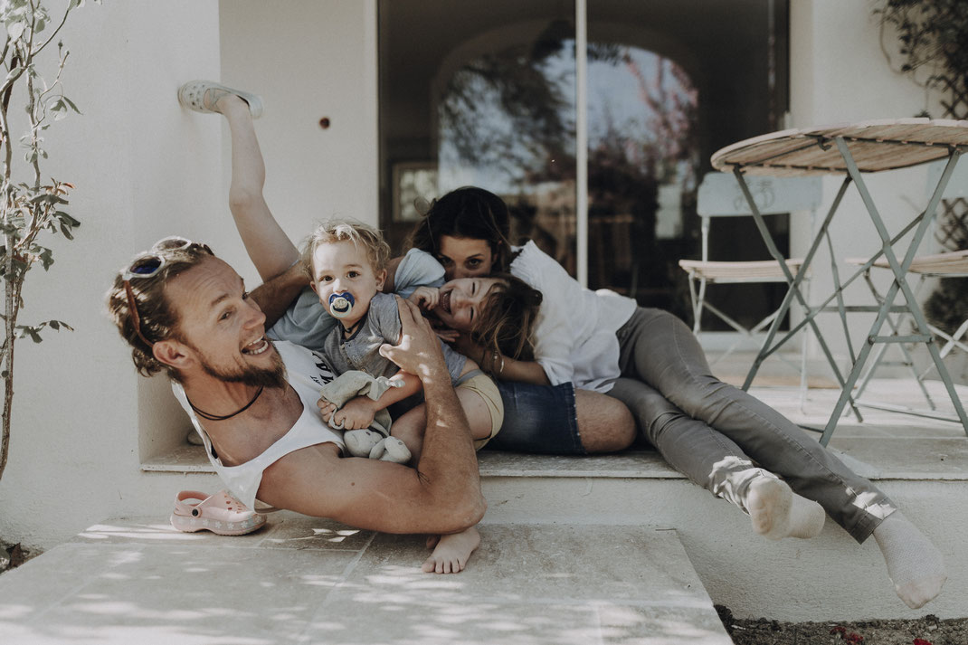 Thia photographe séance photo famille reportage du quotidien
